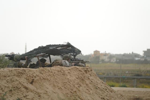 Israel vũ trang tận răng để chống người Palestine biểu tình ở biên giới Gaza - ảnh 4