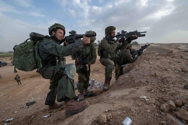 Israel vũ trang tận răng để chống người Palestine biểu tình ở biên giới Gaza - ảnh 5
