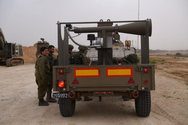 Israel vũ trang tận răng để chống người Palestine biểu tình ở biên giới Gaza - ảnh 9