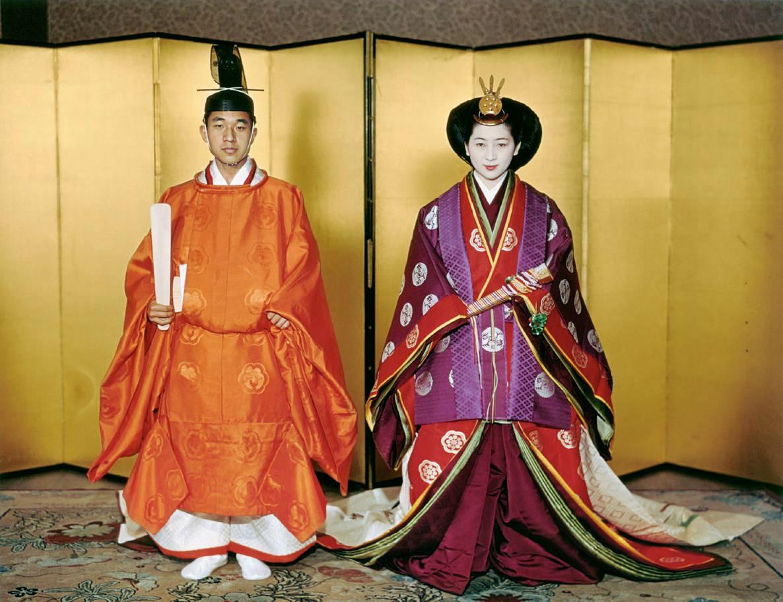 Akihito: Vị Thiên hoàng quỳ gối trước dân và bài phát biểu nhạy cảm bị nhà đài ngang nhiên cắt gọt - Ảnh 10.