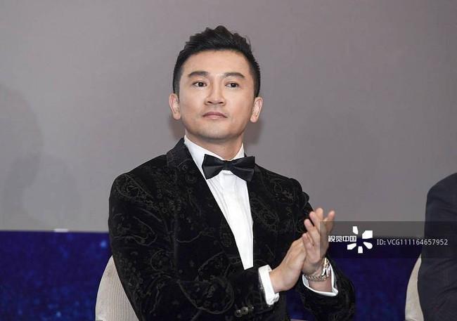 Cạo râu và đổi kiểu tóc, Tô Hữu Bằng U45 thay đổi 180 độ với hình ảnh trẻ trung, điển trai đến rụng tim - Ảnh 1.