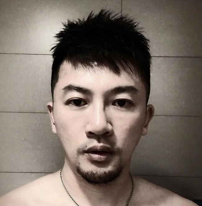 Cạo râu và đổi kiểu tóc, Tô Hữu Bằng U45 thay đổi 180 độ với hình ảnh trẻ trung, điển trai đến rụng tim - Ảnh 3.