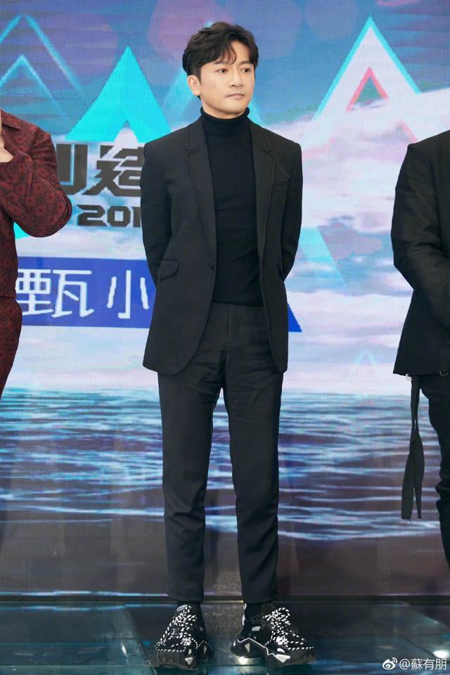 Cạo râu và đổi kiểu tóc, Tô Hữu Bằng U45 thay đổi 180 độ với hình ảnh trẻ trung, điển trai đến rụng tim - Ảnh 8.