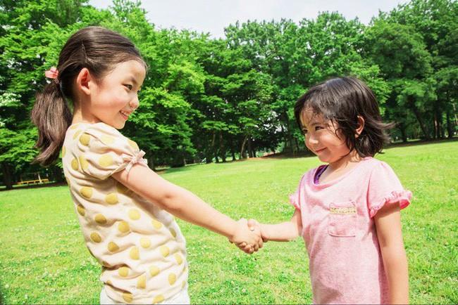 Gợi ý cho mẹ 8 tuyệt chiêu dạy con cách cư xử đúng mực và khéo léo hơn trong cuộc sống - Ảnh 3.