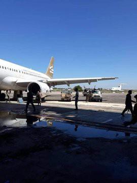 Lò lửa Libya chính thức bùng nổ - Chiến tranh lan rộng khắp, LHQ sơ tán khẩn cấp - Ảnh 20.