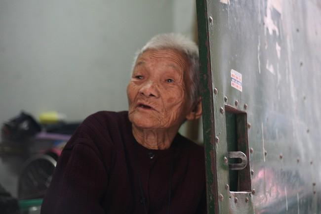 Xót cảnh cụ bà 84 tuổi, hàng ngày phải đẩy xe đi bán kẹo và tâm nguyện cuối cùng trước khi chết - Ảnh 13.