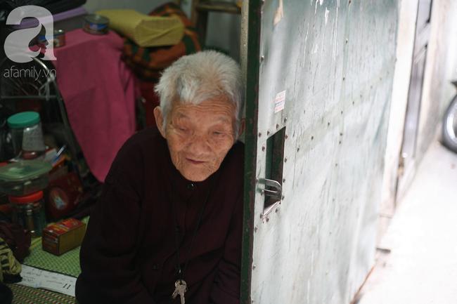 Xót cảnh cụ bà 84 tuổi, hàng ngày phải đẩy xe đi bán kẹo và tâm nguyện cuối cùng trước khi chết - Ảnh 14.