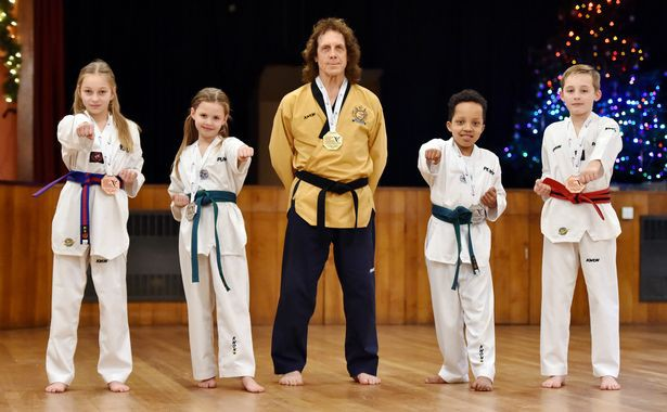 Gần 70 tuổi, cựu danh thủ Premier League vẫn lên ngôi vô địch Taekwondo châu Âu - Ảnh 2.
