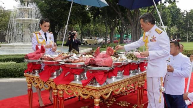 Vua Thái Lan lập Đại tướng Suthida làm hoàng hậu - Ảnh 1.
