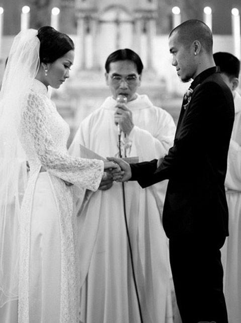 Út Ráng Kim Hiền: Từ nỗi đau bị chồng phản bội sau 2 tháng mặc áo cô dâu tới niềm hạnh phúc tìm thấy hoàng tử của đời mình - Ảnh 1.