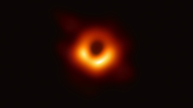 Hình ảnh hố đen do kính EHT chụp được, được các nhà khoa học cung cấp hôm 10/4/2019. Nguồn: EHT Collaboration