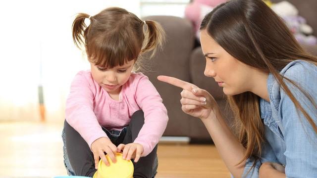 Cha mẹ dùng 9 câu nói cay độc này để kỷ luật con, chẳng những không hiệu quả mà còn khiến trẻ tổn thương sâu sắc - Ảnh 1.