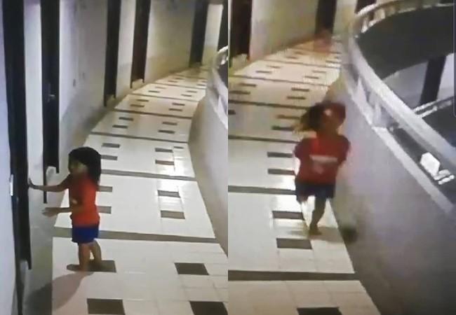 Hình cảnh qua camera cho thấy, bé gái chạy nhảy bên ngoài hành lang khách sạn vào lúc sáng sớm.