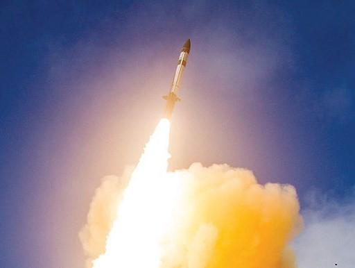Mỹ phóng tên lửa 'sát thủ' đánh chặn ngoài tầng khí quyển thị uy trước Nga - Ảnh 11.