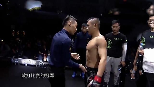 Võ sĩ Thiếu Lâm gây sốc khi bị hạ KO chỉ sau... 6 giây - Ảnh 1.