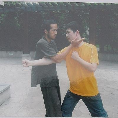 """Đại sư Vịnh Xuân bất ngờ thách đấu, tuyên bố đấm knock-out """"võ sư truyền điện"""" - Ảnh 3."""