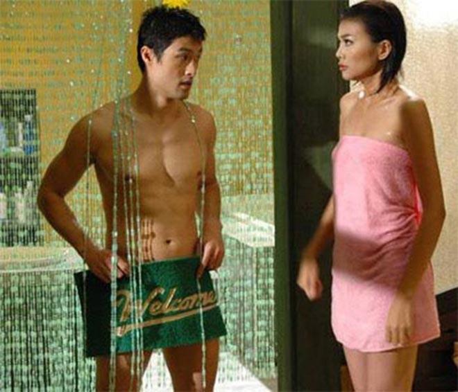 """Sự nghiệp diễn xuất tràn ngập cảnh """"nóng"""", mặc sexy của Thanh Hằng - Ảnh 2."""