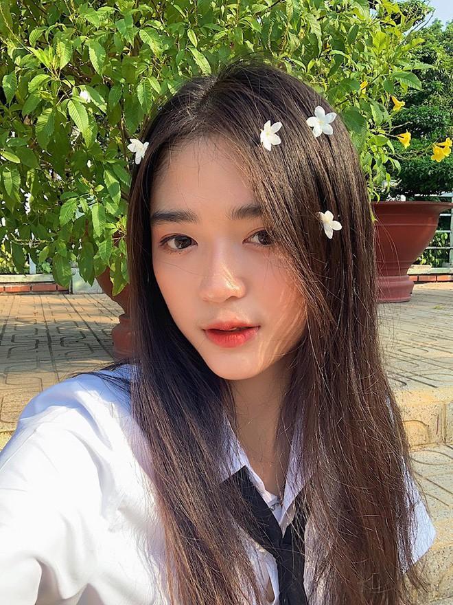 Hội gái xinh mới 17 tuổi đã nổi tiếng rần rần: Toàn cực phẩm học đường, có người được báo Trung ca ngợi với loạt mỹ từ - Ảnh 17.