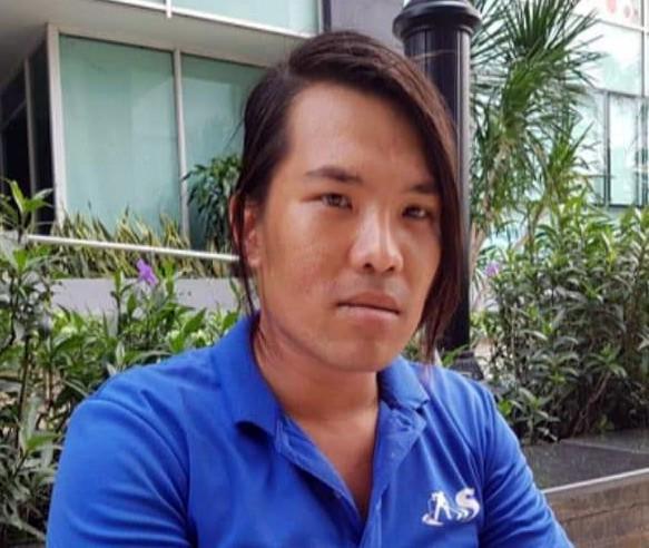 Nhân viên vệ sinh nhặt được 7.400 USD khi làm việc tại chung cư ở Sài Gòn - Ảnh 1.