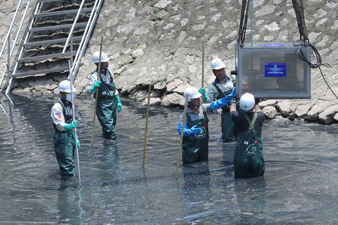 [Ảnh] Tận mắt công nghệ Nhật đặt dưới đáy, làm bay mùi hôi sông Tô Lịch chỉ sau 3 ngày - Ảnh 5.