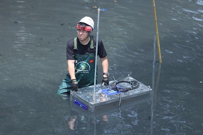 [Ảnh] Tận mắt công nghệ Nhật đặt dưới đáy, làm bay mùi hôi sông Tô Lịch chỉ sau 3 ngày - Ảnh 7.