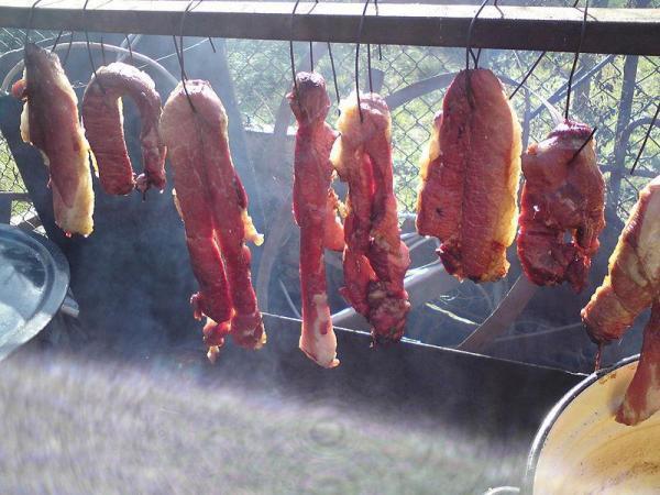 Đặc sản thịt thối lúc nhúc giòi ở Sơn La: Giòi càng nhiều món càng được khen ngon, lễ Tết đám cưới nhà nào cũng nấu - Ảnh 2.