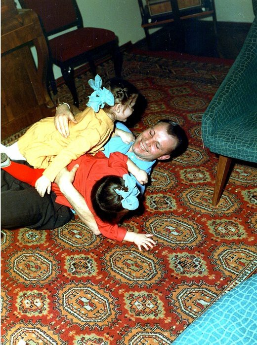 Gia đình của Yuri Gagarin sau ngày anh mất: Yuri đi, mọi thứ thay đổi mãi mãi - Ảnh 2.