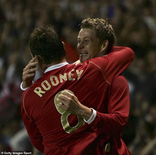 Nhìn về Man United, Rooney chỉ trích đàn em quá hèn nhát - Ảnh 2.