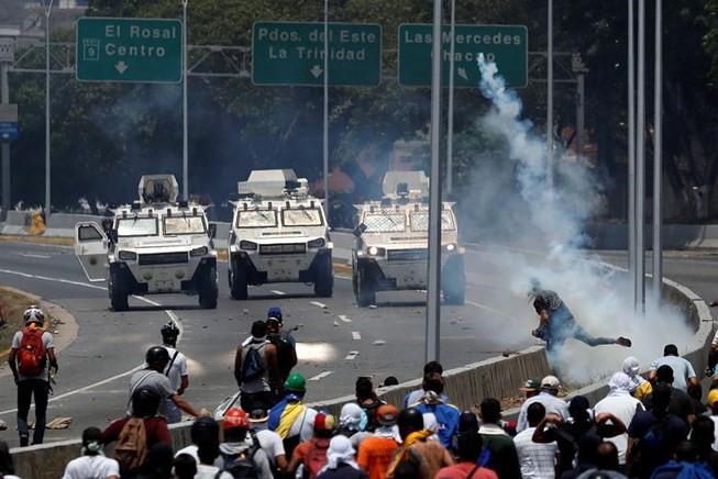 Căng thẳng Venezuela: Nga và Trung Quốc - Nước xa khó cứu được lửa gần? - ảnh 1