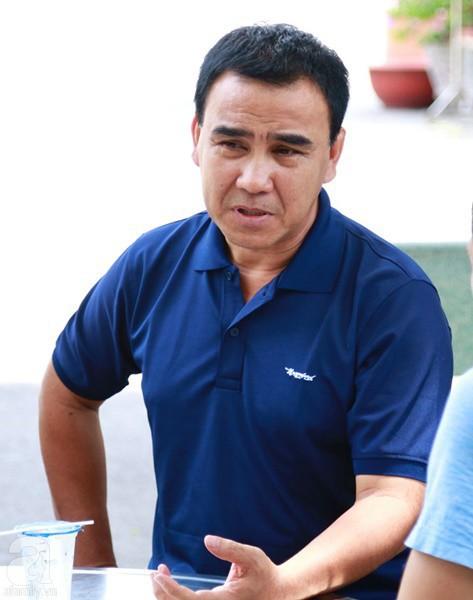Nghệ sĩ Quyền Linh, Vân Trang mắt đỏ hoe, thẫn thờ ôn lại những kỷ niệm cùng cố nghệ sĩ Lê Bình - Ảnh 1.