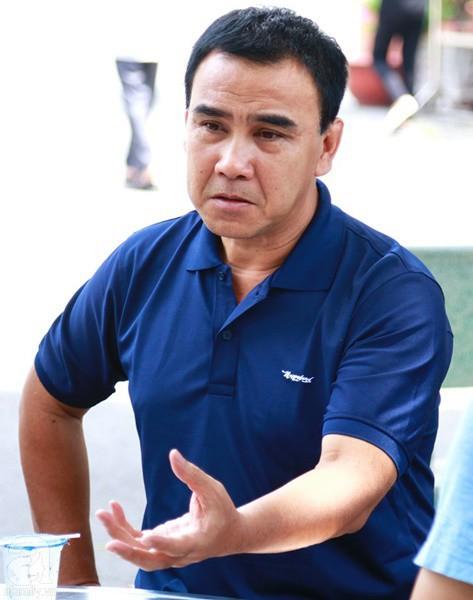 Nghệ sĩ Quyền Linh, Vân Trang mắt đỏ hoe, thẫn thờ ôn lại những kỷ niệm cùng cố nghệ sĩ Lê Bình - Ảnh 2.