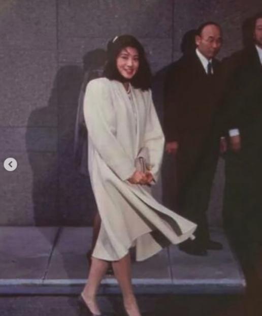 """Từ nhan sắc cho đến phong cách thời trang, Hoàng Hậu Masako Owada đều toát lên khí chất của""""mẫu nghi thiên hạ"""" - Ảnh 11."""