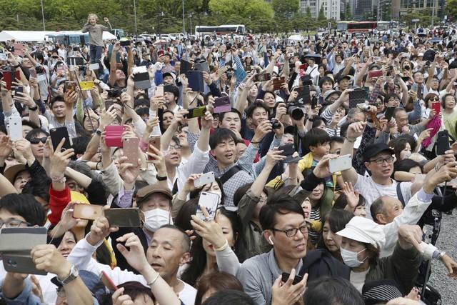 Ảnh: Thủ đô Tokyo trang nghiêm, náo nhiệt và đẹp như tranh vẽ trong ngày đầu tiên dưới thời Lệnh Hòa - Ảnh 7.