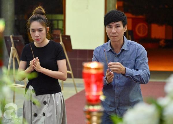 Nghệ sĩ Quyền Linh, Vân Trang mắt đỏ hoe, thẫn thờ ôn lại những kỷ niệm cùng cố nghệ sĩ Lê Bình - Ảnh 7.