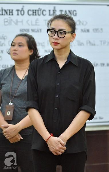 Nghệ sĩ Quyền Linh, Vân Trang mắt đỏ hoe, thẫn thờ ôn lại những kỷ niệm cùng cố nghệ sĩ Lê Bình - Ảnh 8.