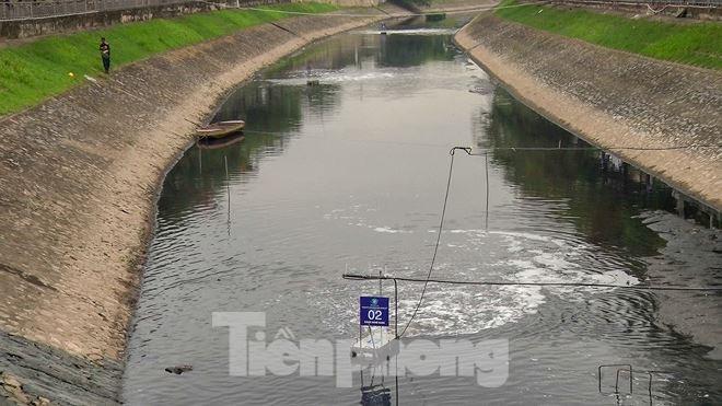 Sau 4 ngày thử nghiệm bảo bối của Nhật, sông Tô Lịch đã bớt mùi - Ảnh 1.