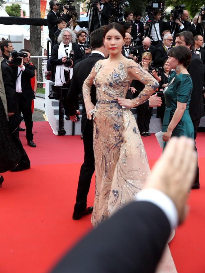 Gây tranh cãi vì trang phục táo bạo trên thảm đỏ, Ngọc Trinh đến LHP Cannes bằng cách nào? - Ảnh 10.
