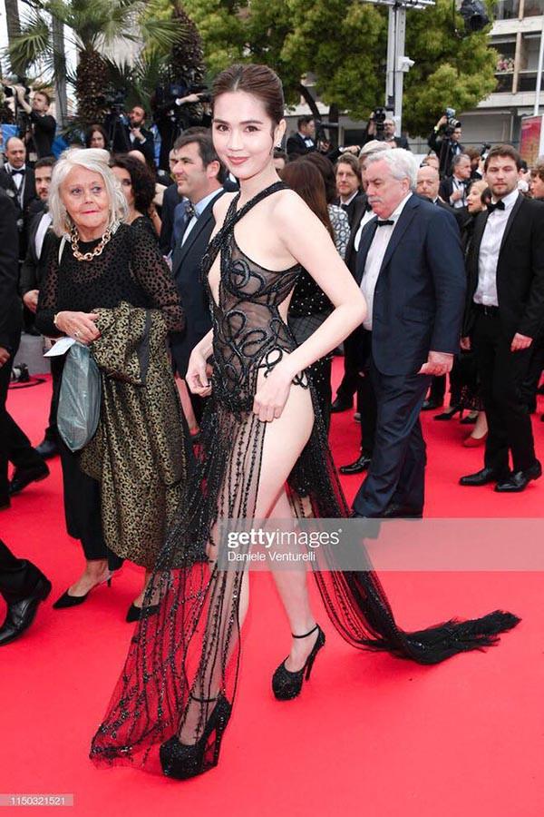 Ngọc Trinh gây sốc khi ăn vận táo bạo tại thảm đỏ LHP Cannes 2019 - ảnh 1