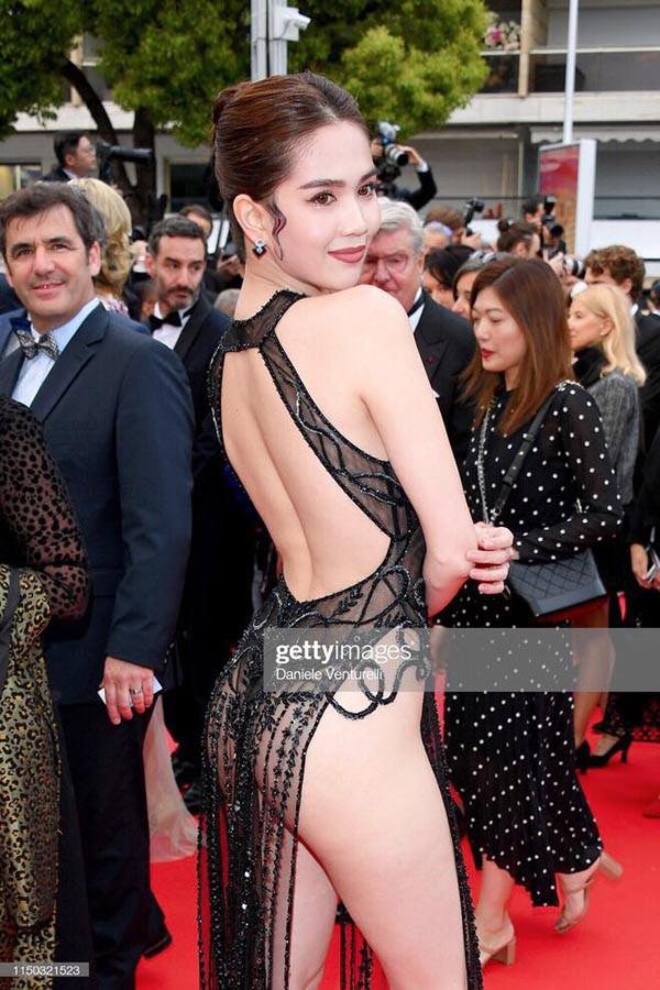 Ngọc Trinh gây sốc khi ăn vận táo bạo tại thảm đỏ LHP Cannes 2019 - ảnh 4