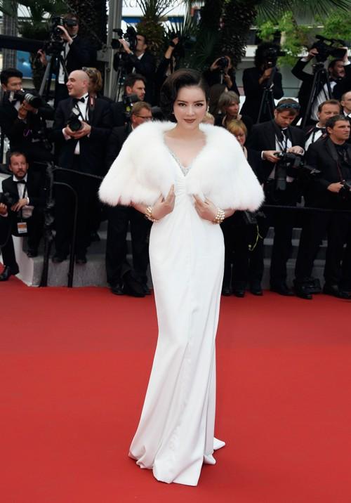 Không mặc hở hang như Ngọc Trinh, Lý Nhã Kỳ vẫn gây náo loạn thảm đỏ Cannes suốt 5 năm - ảnh 5