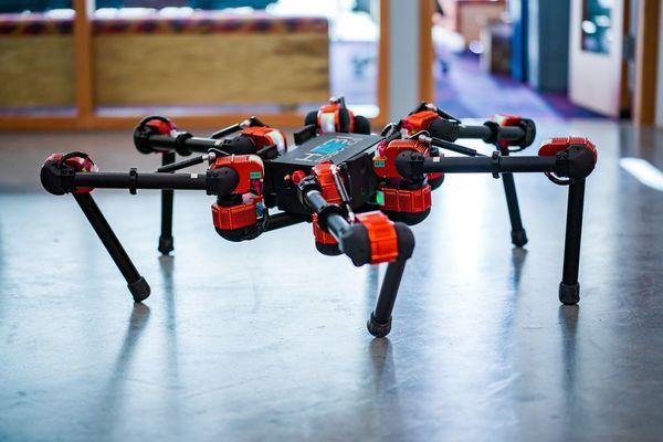 Chẳng ai ngờ Facebook cũng đang phát triển nhiều robot tới mức này - Ảnh 1.