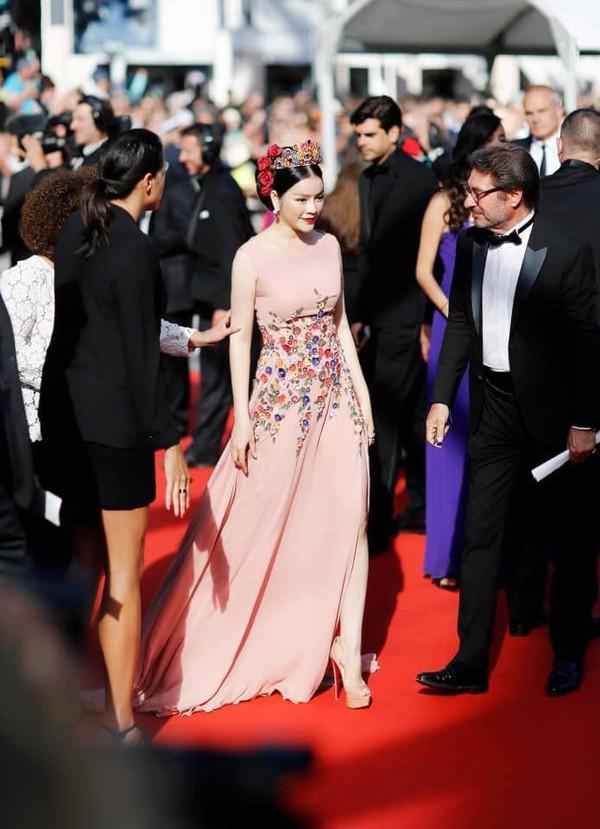 Không cần ăn mặc phản cảm như Ngọc Trinh, 4 người đẹp Việt này vẫn gây ấn tượng tại LHP Cannes - Ảnh 2.