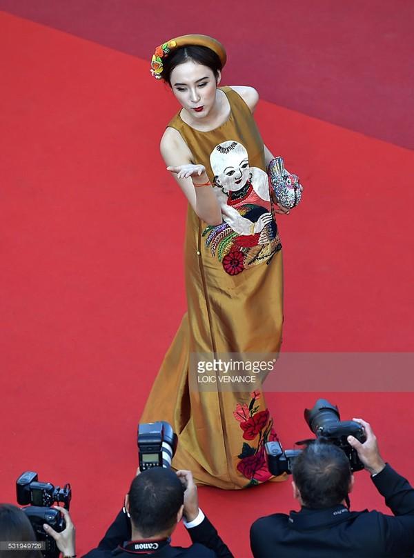 Không cần ăn mặc phản cảm như Ngọc Trinh, 4 người đẹp Việt này vẫn gây ấn tượng tại LHP Cannes - Ảnh 7.