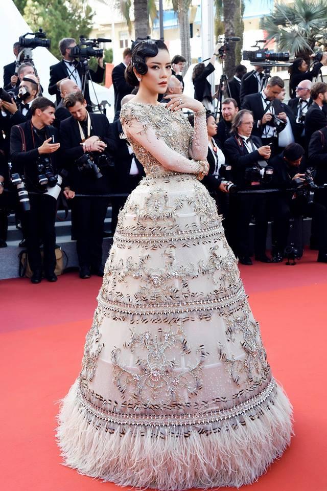 Không mặc hở hang như Ngọc Trinh, Lý Nhã Kỳ vẫn gây náo loạn thảm đỏ Cannes suốt 5 năm - ảnh 16