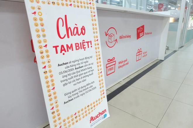 Sốc với cảnh tượng còn sót lại sau khi người dân săn đồ giảm 50% nhân dịp chuỗi siêu thị Auchan rời khỏi Việt Nam - ảnh 1
