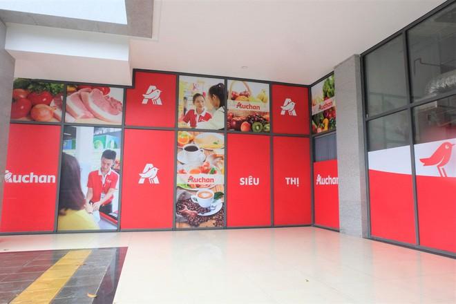 Người dân đổ xô đi vét hàng, siêu thị Auchan ở Hà Nội tan hoang trước ngày đóng cửa - Ảnh 16.