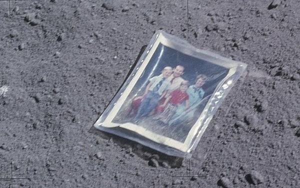 Ngoài dấu chân của phi hành gia Neil Armstrong, Mặt Trăng còn có gần 200 tấn rác và 96 túi chất thải con người - Ảnh 3.