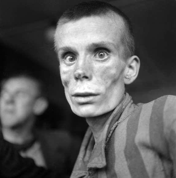 Những khoảnh khắc ám ảnh trong Thế chiến 2 - ảnh 9