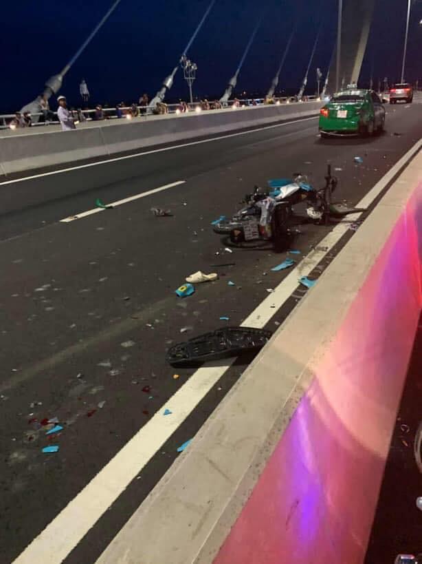 Đăng ảnh trên cầu cùng dòng chia sẻ ẩn ý, thanh niên chạy vào làn ô tô gây tai nạn kinh hoàng - Ảnh 3.