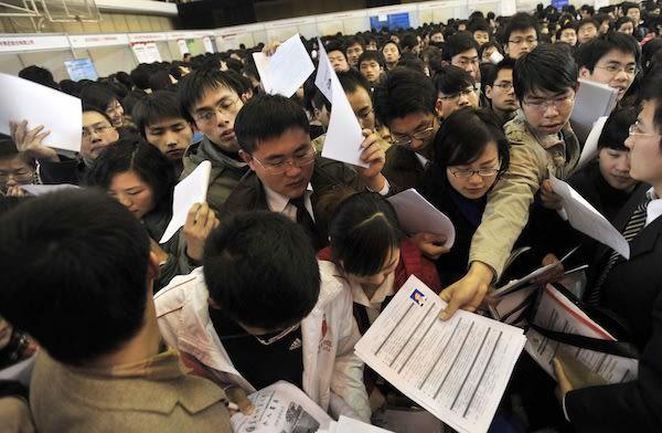Kinh tế lao đao sau thập kỷ phất như diều gặp gió: Người Trung Quốc cay đắng đối mặt với thực tại - Ảnh 3.